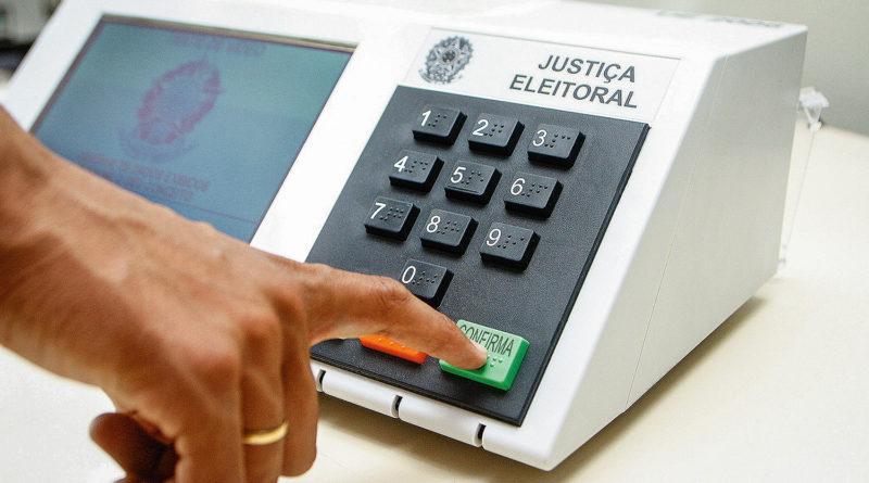 Congresso promulga Emenda Constitucional que adia as eleições de outubro para novembro deste ano